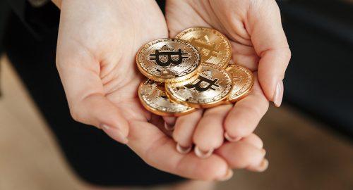 Hoe oud moet je zijn om bitcoins te kopen?