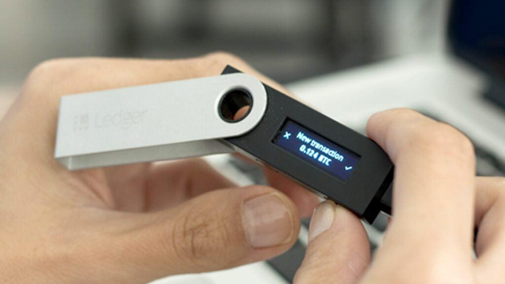 Ledger is een voorbeeld van een cold wallet om je cryptomunten in te bewaren en kopen of verkopen